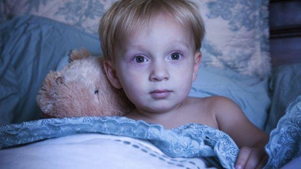 За несколько часов до сна следите, что бы ребенок эмоционально не перевозбуждался