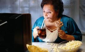 Еда перед телевизором может привести к ожирению