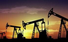 Нефть немного снижается на росте добычи в Саудовской Аравии и США