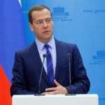 Дмитрий Медведев выступил против полного отказа от закупок иностранной медтехники