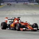 """Пилот """"Феррари"""" Феттель выиграл Гран-при Сингапура в """"Ф-1"""", Квят - шестой"""