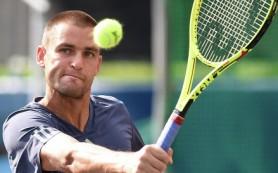 Россиянин Михаил Южный не смог пробиться во второй круг теннисного турнира в Токио