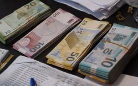 Азербайджан отпустил национальную валюту в свободное плавание