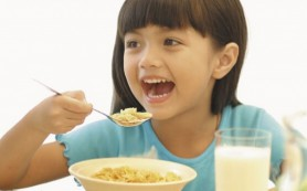 Завтрак, богатый белком, лучше всего подходит детям