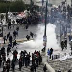 Афины превратились в поле битвы