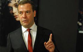 Медведев разрешил 14 компаниям нанимать сотрудников из Турции