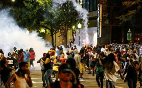 В ходе беспорядков в американском городе Шарлотт пострадали полицейские