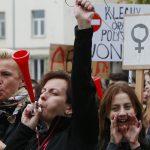 Женщины в Польше не вышли на работу в знак протеста против запрета абортов