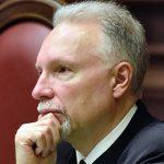 Судья КС счел недопустимым запрос Минюста о выплатах по делу ЮКОСа