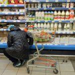Две трети россиян стали экономить на продуктах