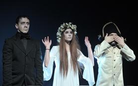 В «Мастерской Петра Фоменко» сюжеты произведений Гоголя превратили в карнавал