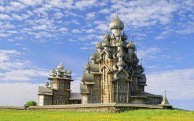 В музее-заповеднике «Кижи» идет реставрация знаменитой Преображенской церкви
