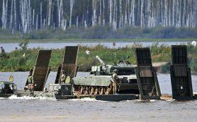 Российские военные под артобстрелом построили мост через Евфрат