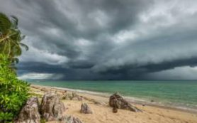 На Таиланд и Вьетнам надвигается жуткий шторм
