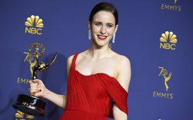 Рэйчел Броснахэн и Билл Хейдер удостоились «Эмми» за лучшие комедийные роли