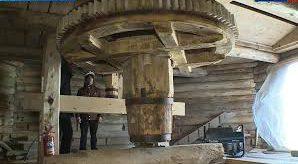 Под Великим Новгородом заканчивают реставрацию старинной ветряной мельницы