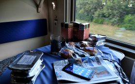 Опрос: что туристы чаще всего едят в поезде