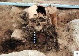 Один из строителей погиб при землетрясении, которое могло вызвать упадок Боспорского царства.