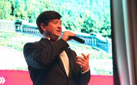 Вадим Ананьев дал благотворительный концерт в госпитале Вишневского