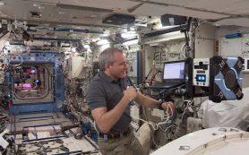 Крохотный робот свободно летает по Международной космической станции