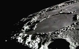 В темные кратеры на Луне попадает больше углекислоты, чем ожидалось