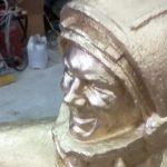 Уральцы на свои деньги отреставрировали памятник первому космонавту