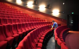 Эксперты: Зрители вернутся в кино не раньше четвертого квартала 2020 года