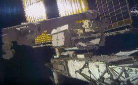 Астронавт НАСА теряет зеркало за бортом МКС во время выхода в открытый космос