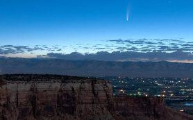 Комета проходит мимо Земли, устраивая на небе восхитительное шоу!