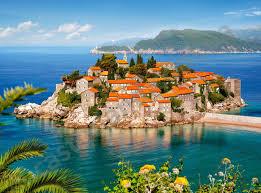 Кения и Черногория открылись для туристов из России. Много ли это даст россиянам?