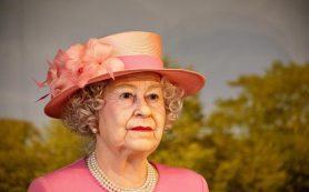 Королева Елизавета решила не возвращаться в Букингемский дворец из отпуска