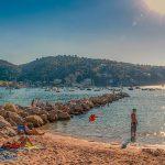 Туристы в Испании жалуются, что местные тесты на COVID-19 стоят дороже, чем авиабилеты