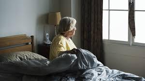Социальная изоляция увеличивает риск падений у пожилых людей