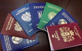 Названы обладатели самых влиятельных паспортов в мире в 2021 году