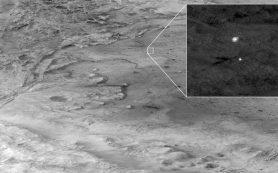 Камера HiRISE на орбите запечатлела ровер Perseverance во время спуска на Марс