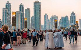 Десятки тысяч туристов из Европы заполнили улицы Дубая