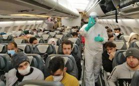 Индия ужесточает санкции для авиапассажиров-нарушителей на фоне новой волны коронавируса