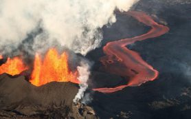 В Исландии после серии землетрясений началось извержение вулкана Фаградальсфьядль