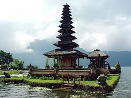 Власти Бали отложили решение по открытию границ для туристов