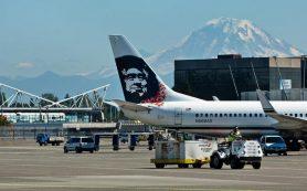 Alaska Airlines эвакуировала самолет после того, как у пассажира загорелся смартфон известной марки